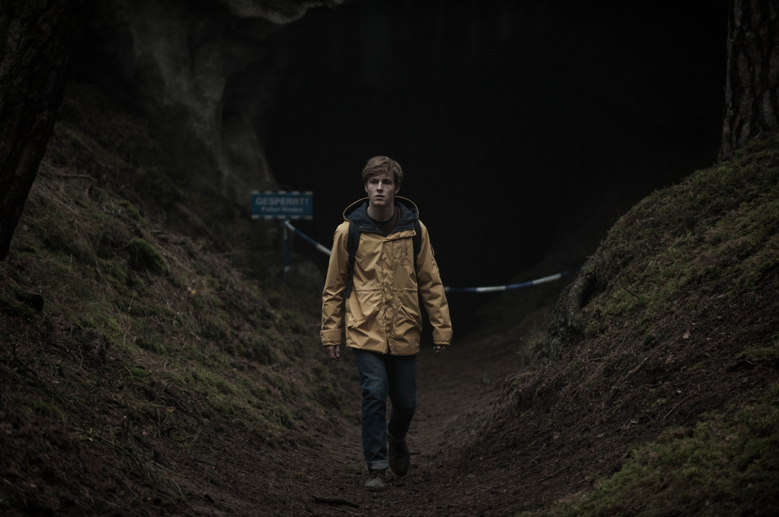 dark-netflix-jonas-cave